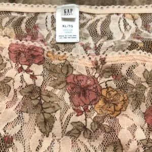 NWOT. Classic Gap lace hipster panty. Size xl